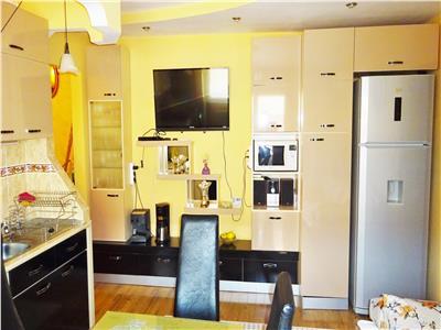 Apartament cu 2 camere, modificat cu 3 camere, mobilat, utilat