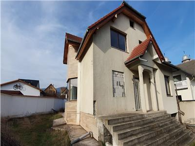 Casa individuala semifinisata, zona Schit