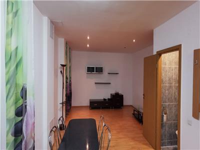 Apartament 3 camere, scara interioara, Tolstoi