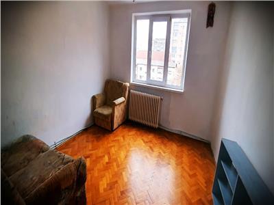 Apartament 3 camere Cetate, decomandat