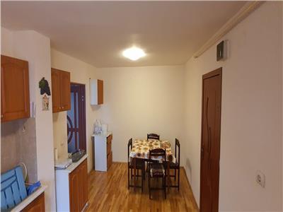 Apartament 4 camere decomandat , urmeaza sa se mobileze.
