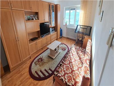 Apartament 2 camere decomandat .