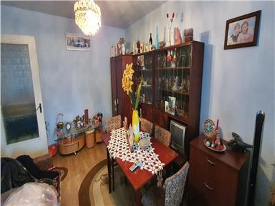 Apartament 2 camere decomadat , parter , balcon de 10 metri