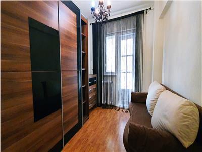 Apartament 3 camere de inchiriat zona Cetate
