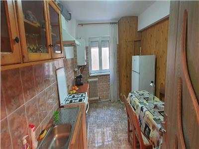 Apartament 3 camere decomandat , zona OMV Cetate.