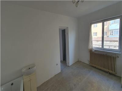 Apartament 3 camere ,et. 1 ,terasa 25 mp ,loc de parcare.