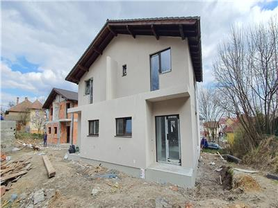 Duplex la gri , 3 dormitoare ,living  , bucatarie., 2 bai.