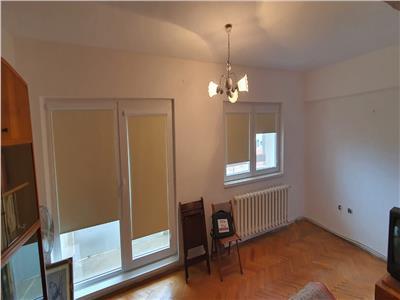 Apartament 2 camere decomandat centru . Merita Vazut !!!