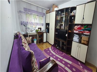 Apartament 3 camere, et 1, Cetate