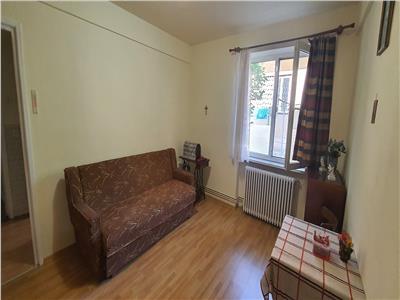 Apartament 2 camere Centru cu gradinuta pretabil pentru locuinta sau cabinet medical