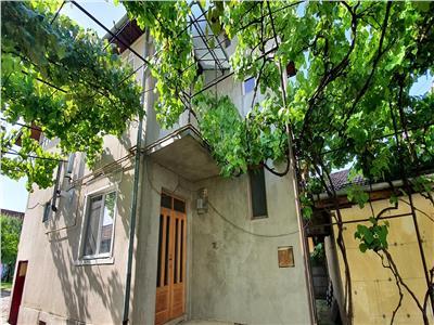 Casa 4 camere, garaj, 800 mp teren in Cetate