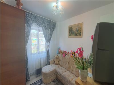 Apartament 3 camere decomandat Cetate