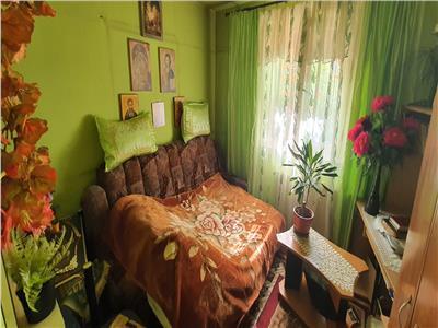 Apartament 2 camere Cetate , et. 1