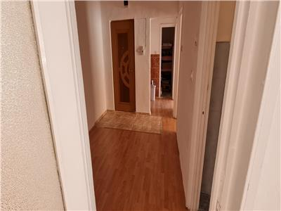 Apartament 2 camere decomandat.